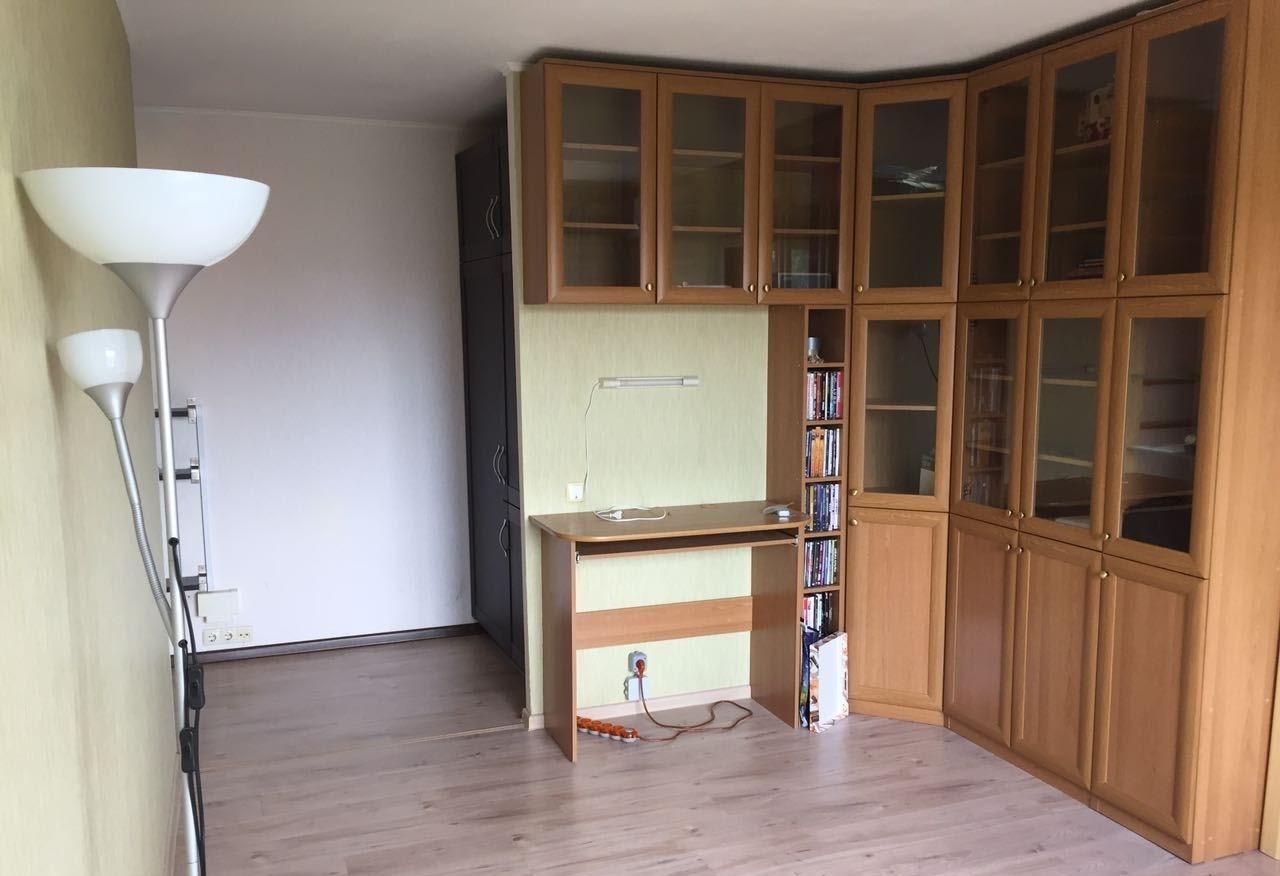 Продается трехкомнатная квартира в москве 50 кв.м., метро ул.